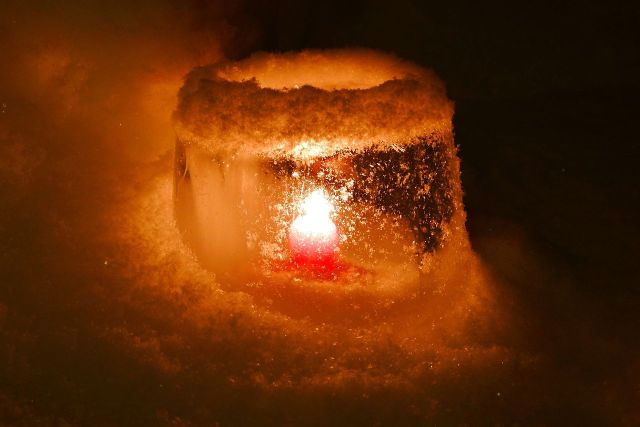 1280px-ice_lantern_8303471241